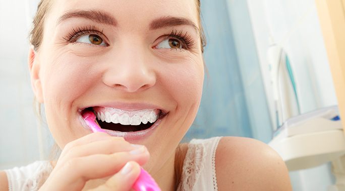 8 mistakes we make when we are brushing teeth